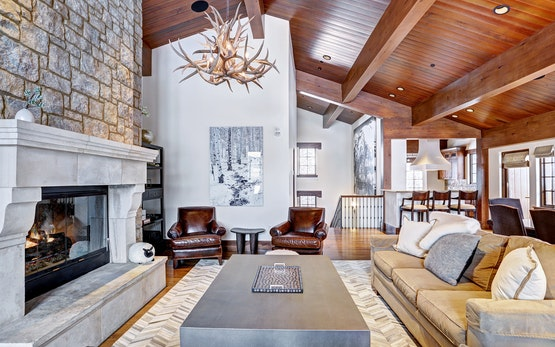 Luxury & Location: Ski-in/Ski-out 5Br Chalet in Vail Village