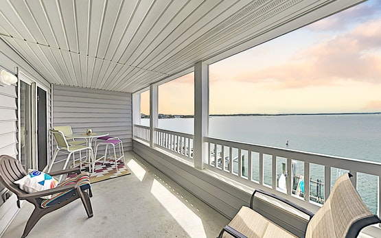 Bayfront Condo w/ Private Balcony & Sweeping Views